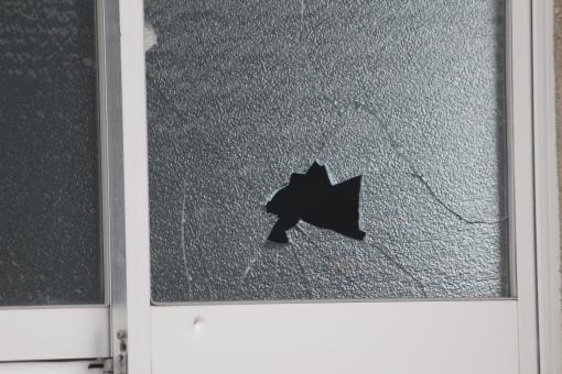 窓ガラス ひび割れ